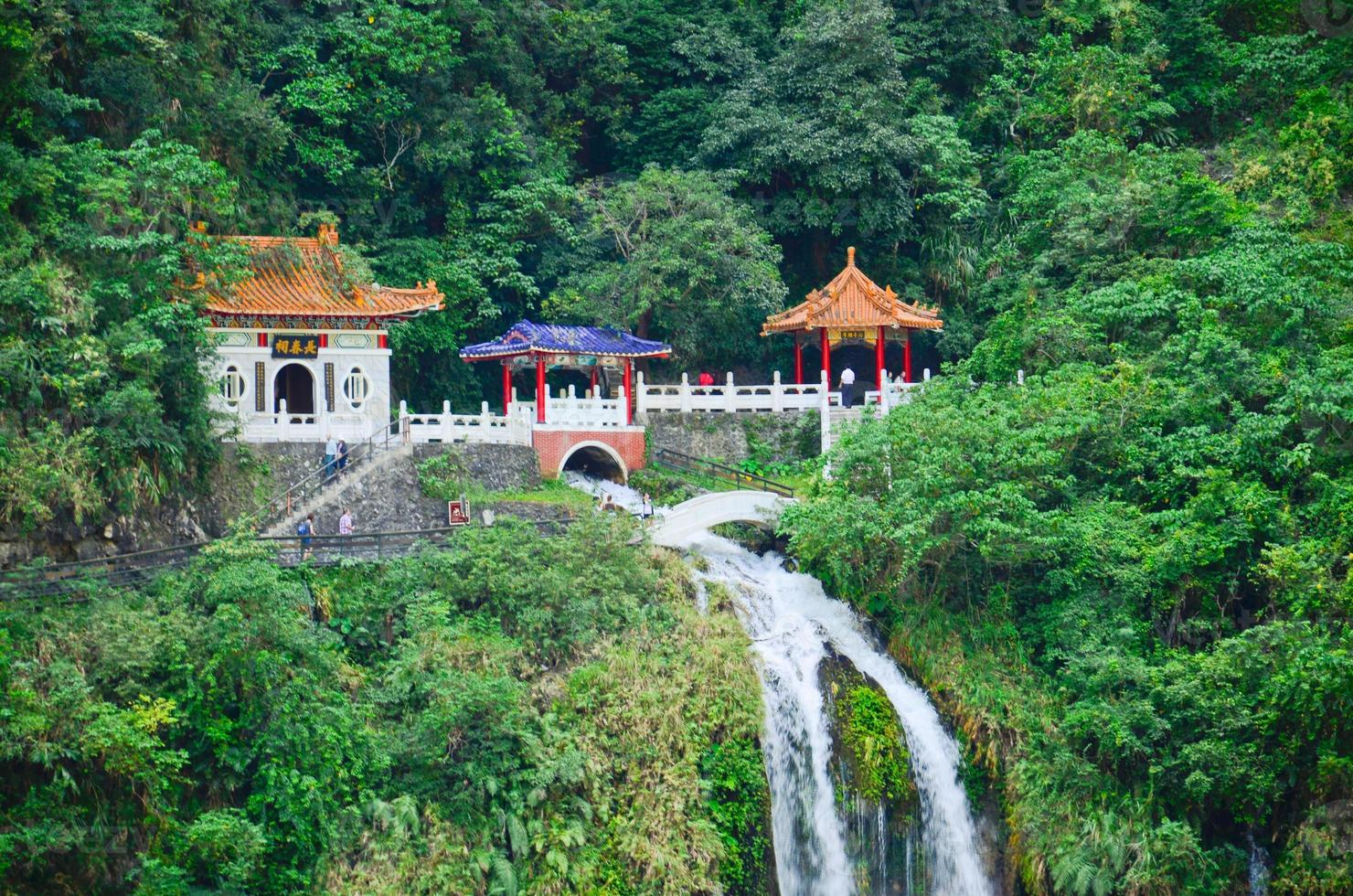 parque nacional de taiwan taroko - santuário changchun (primavera eterna) foto