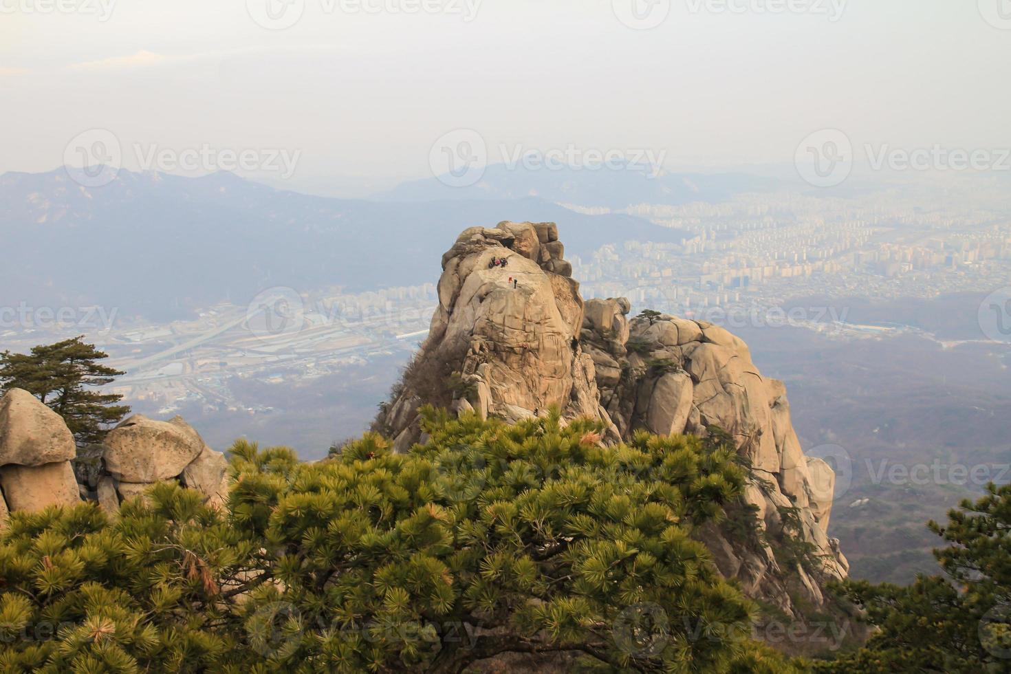 montanhas bukhansan em seul coreia foto