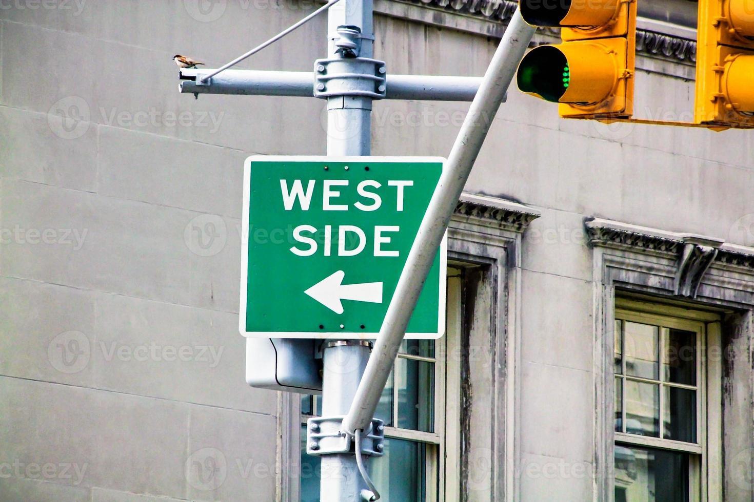 sinal do lado oeste foto