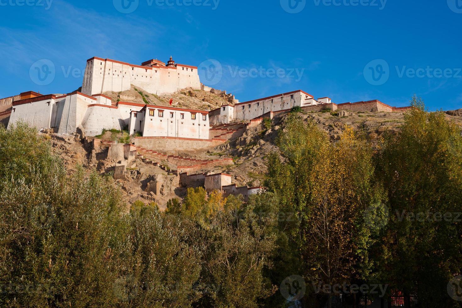 Castelo de zongshan. recolhido o gyangtse (gyangze) do Tibete. foto