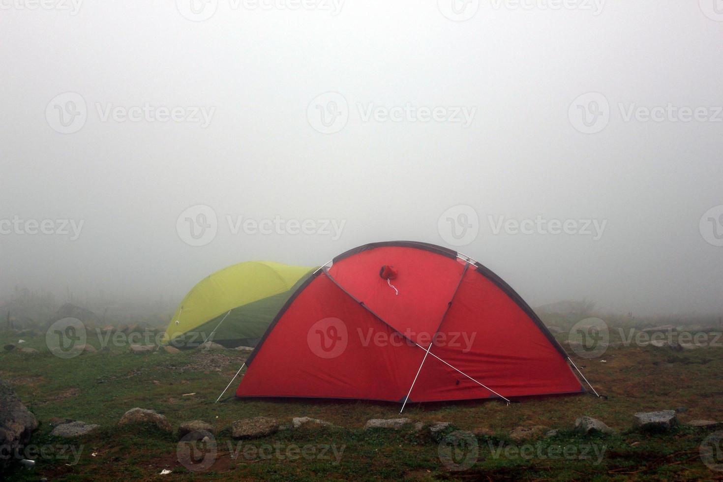 acampar sob o nevoeiro foto