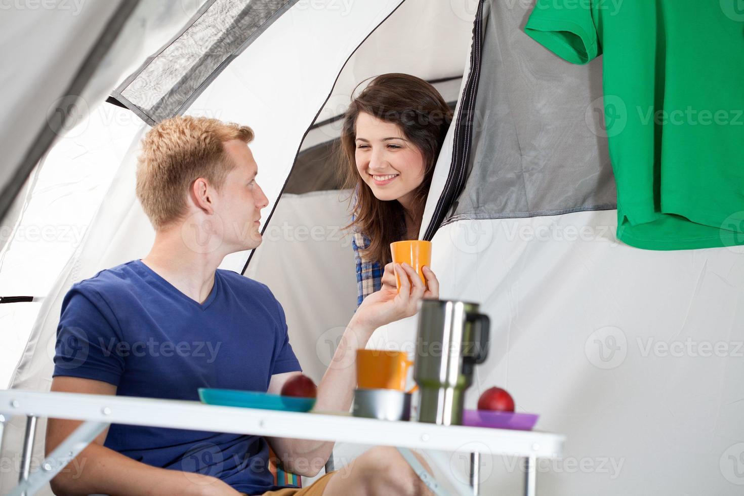 manhã em um acampamento foto