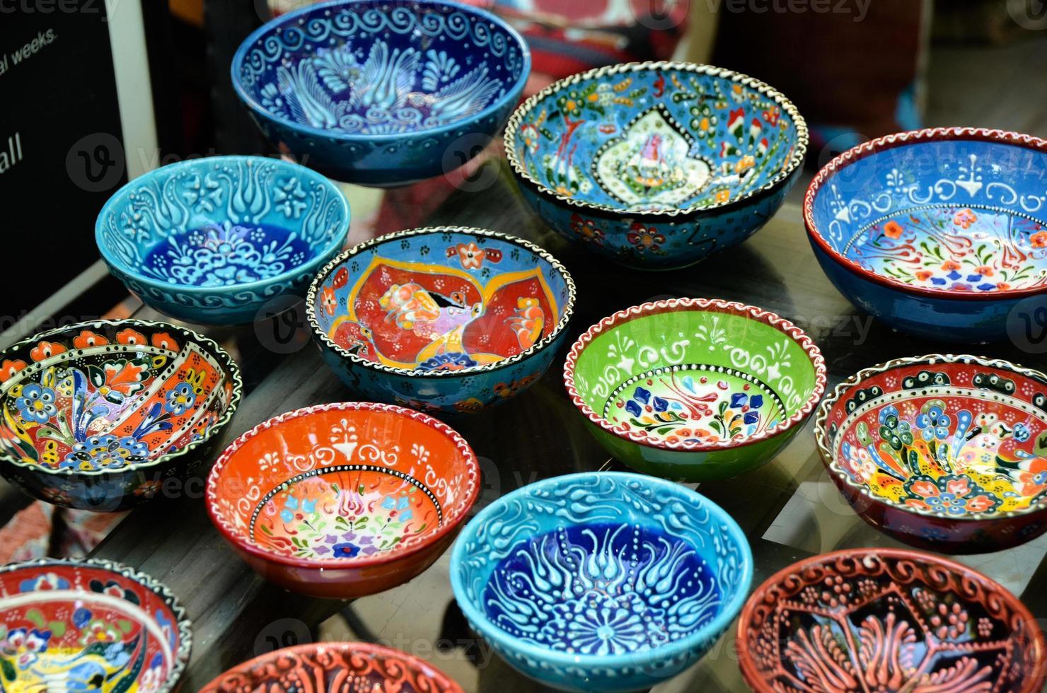 cerâmica turca clássica no mercado foto
