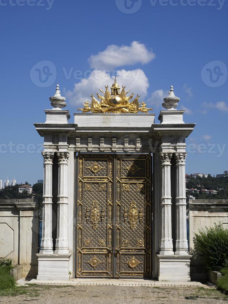 palácio beylerbeyi, portão foto