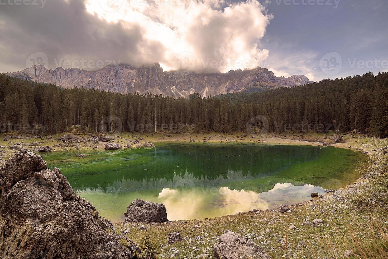 dolomiti, lago di carezza, trentino alto adige foto