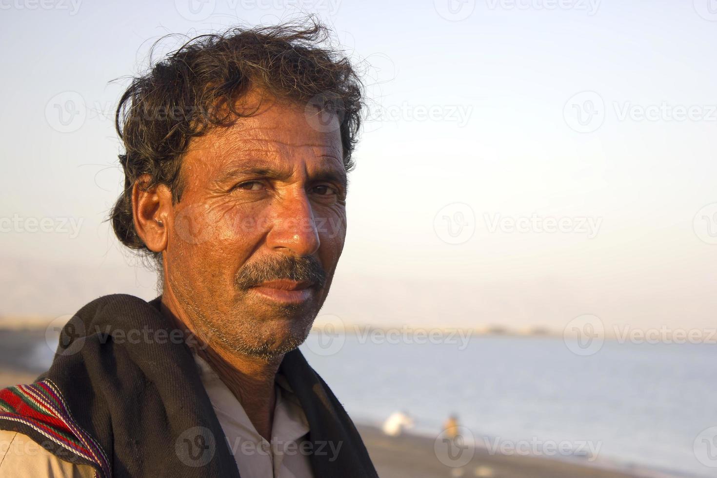 retrato de um pescador baloch foto