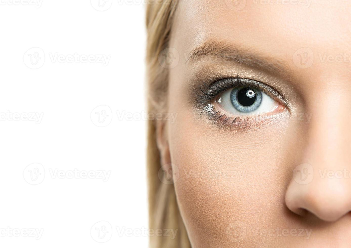 close-up de olhos femininos foto
