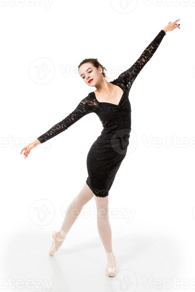 jovem bailarina em pose elegante foto