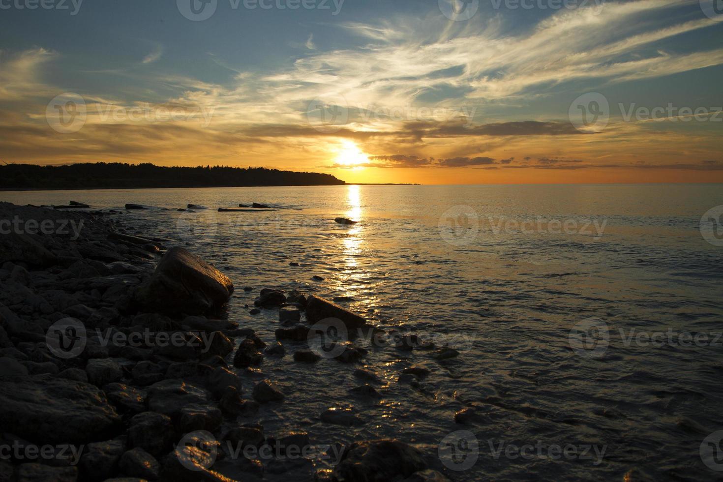 pôr do sol no mar. foto
