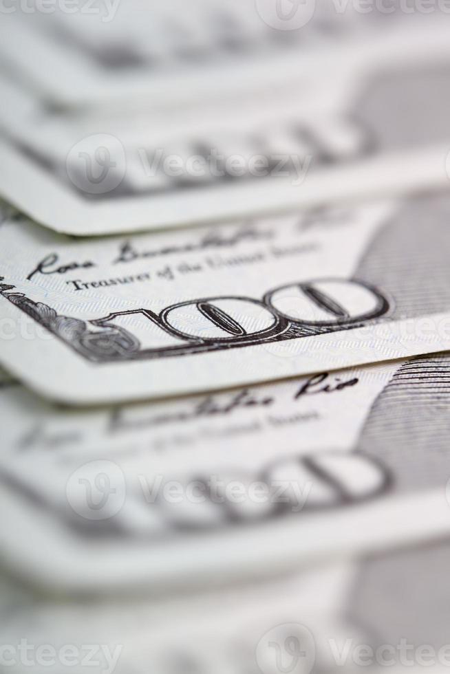 dólares em dinheiro (foco no número 100) foto