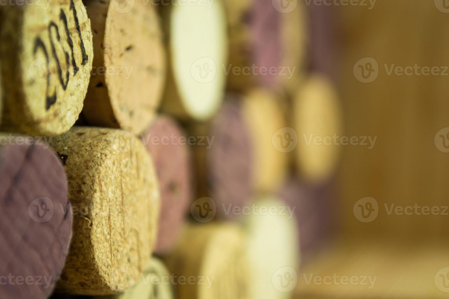 fundo de várias rolhas de vinho usado close-up foto