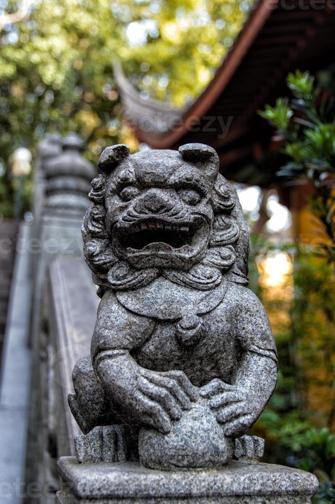 leão do templo lingyin foto