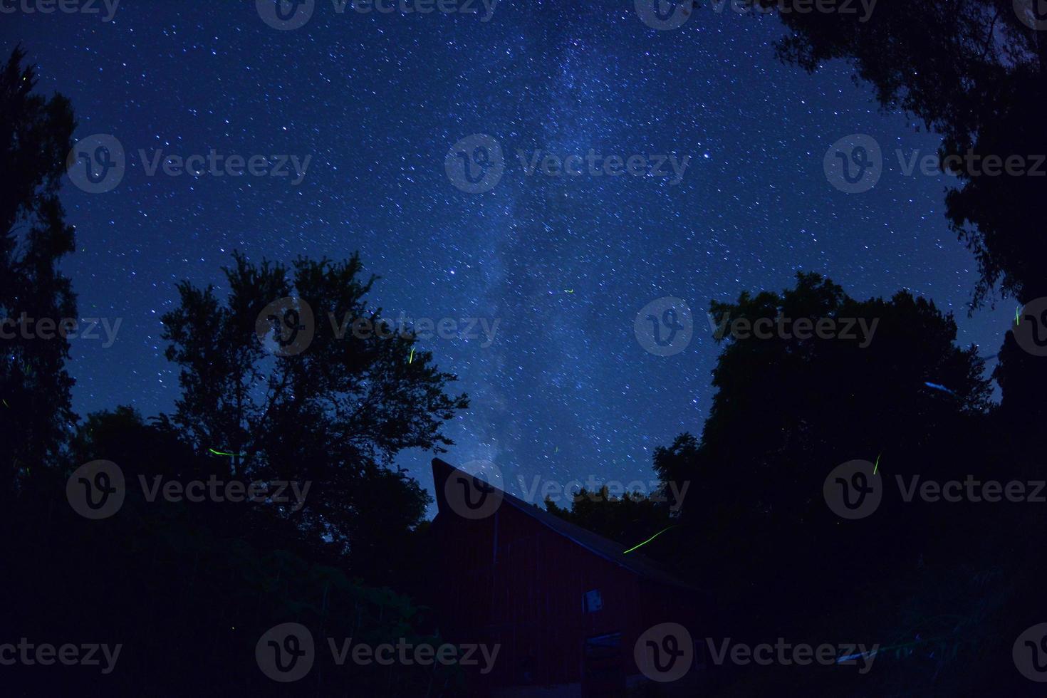 Via Láctea sobre o celeiro foto