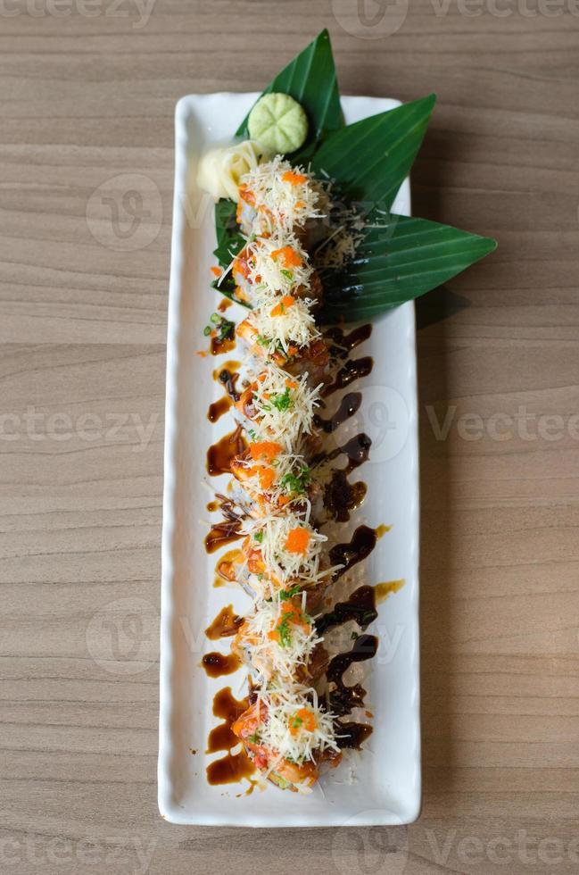 sushi roll maki - comida japonesa foto