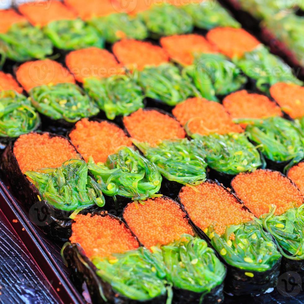 comida japonesa tradicional, sushi foto