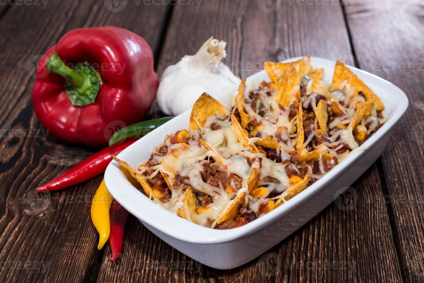 nachos gratinado com queijo foto