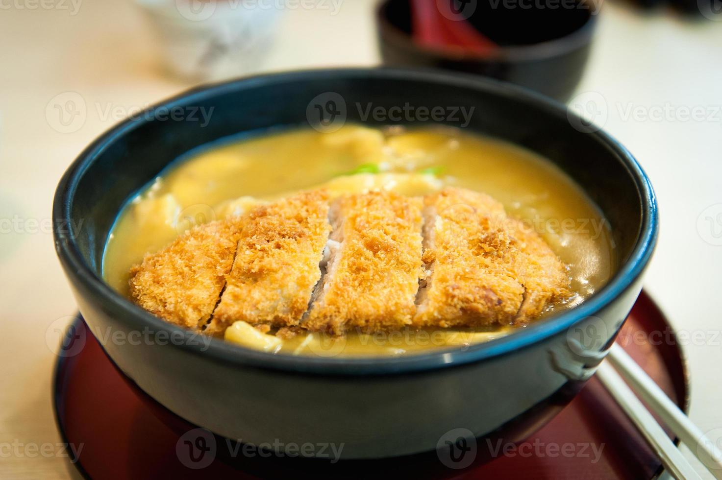caril japonês costeleta de porco arroz tonkatsu foto