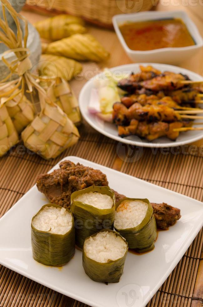 lemak lemang, comida malaia durante o festival de hari raya foto
