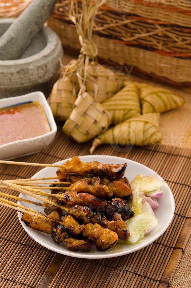 alimentos tradicionais malaios satay foto