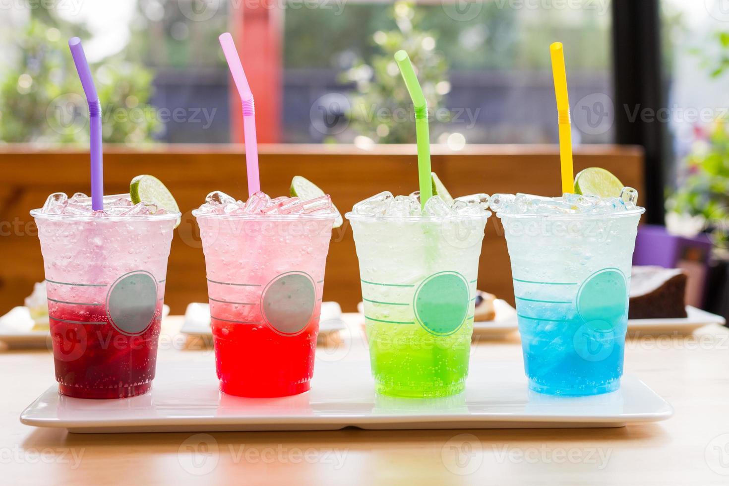 bebida de refrigerante italiano colorido foto