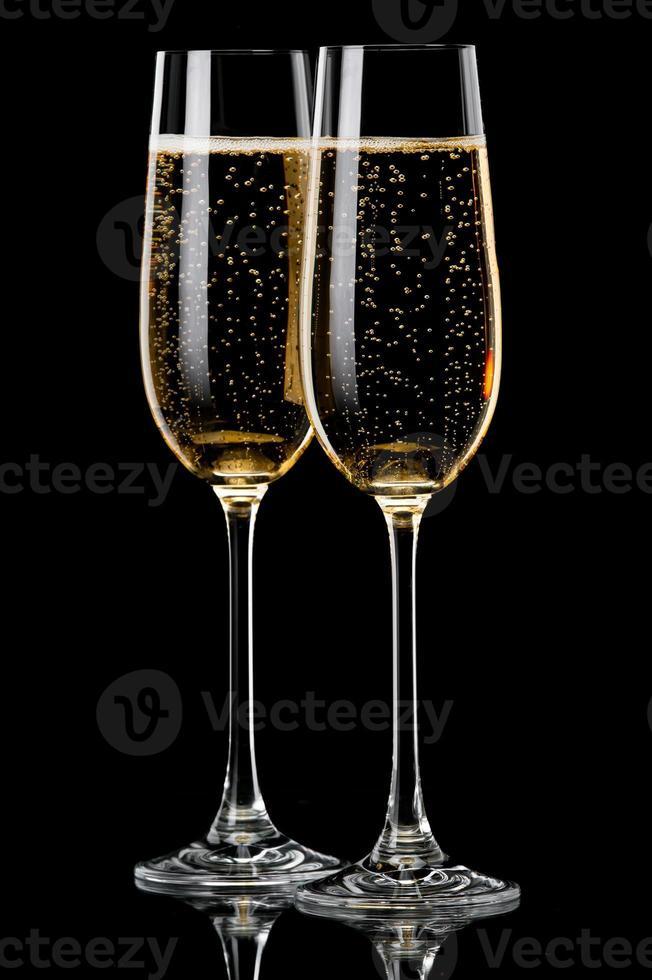 duas taças de champanhe foto