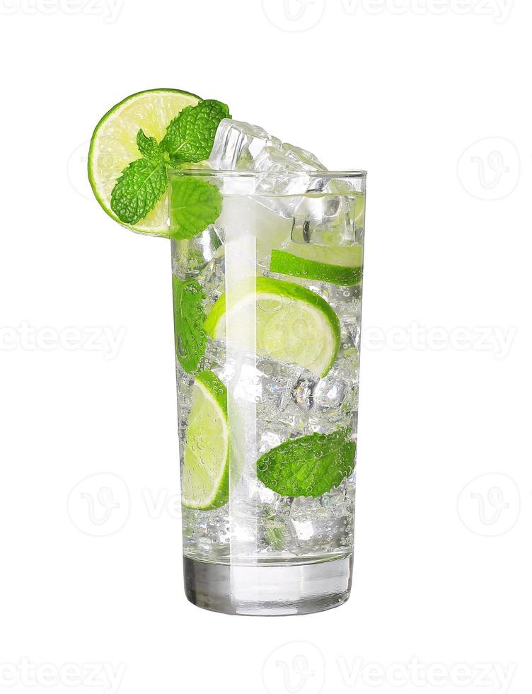 cocktail mojito isolado foto