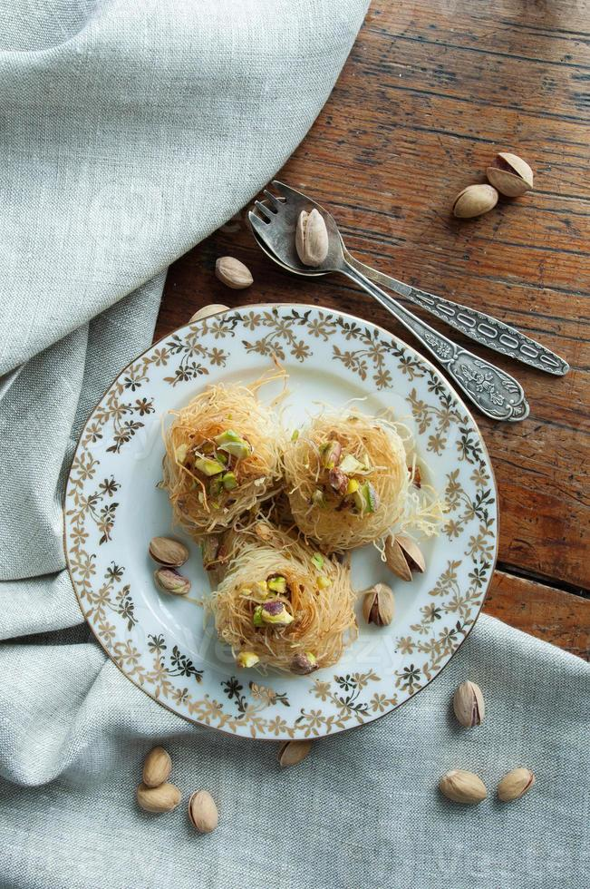 baklava tradicional de sobremesa do Oriente Médio foto