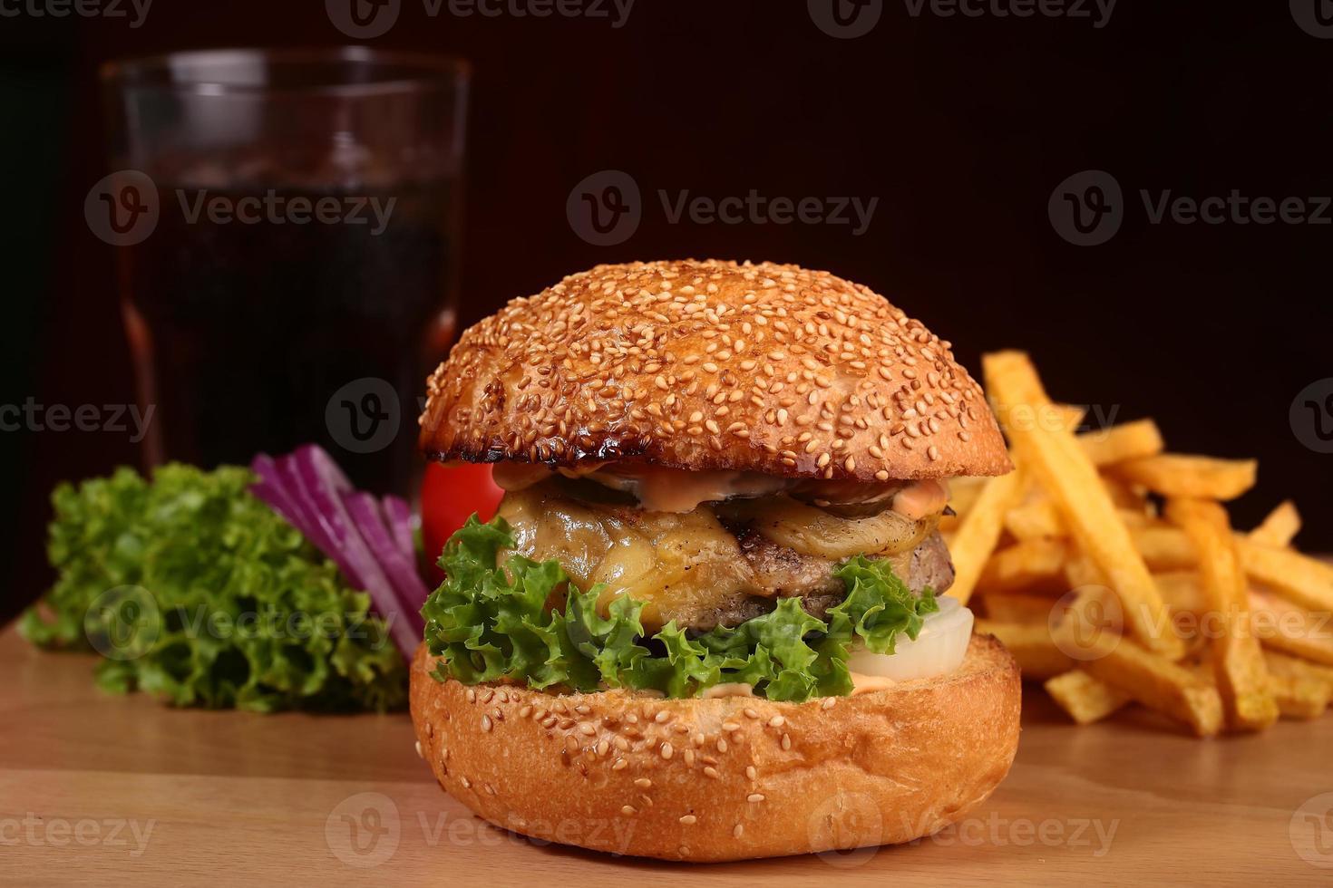hambúrguer fresco apetitoso foto