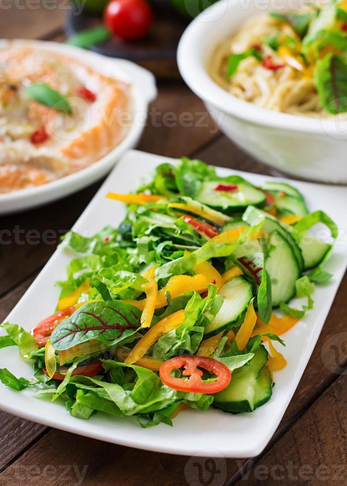 ervas e legumes frescos foto