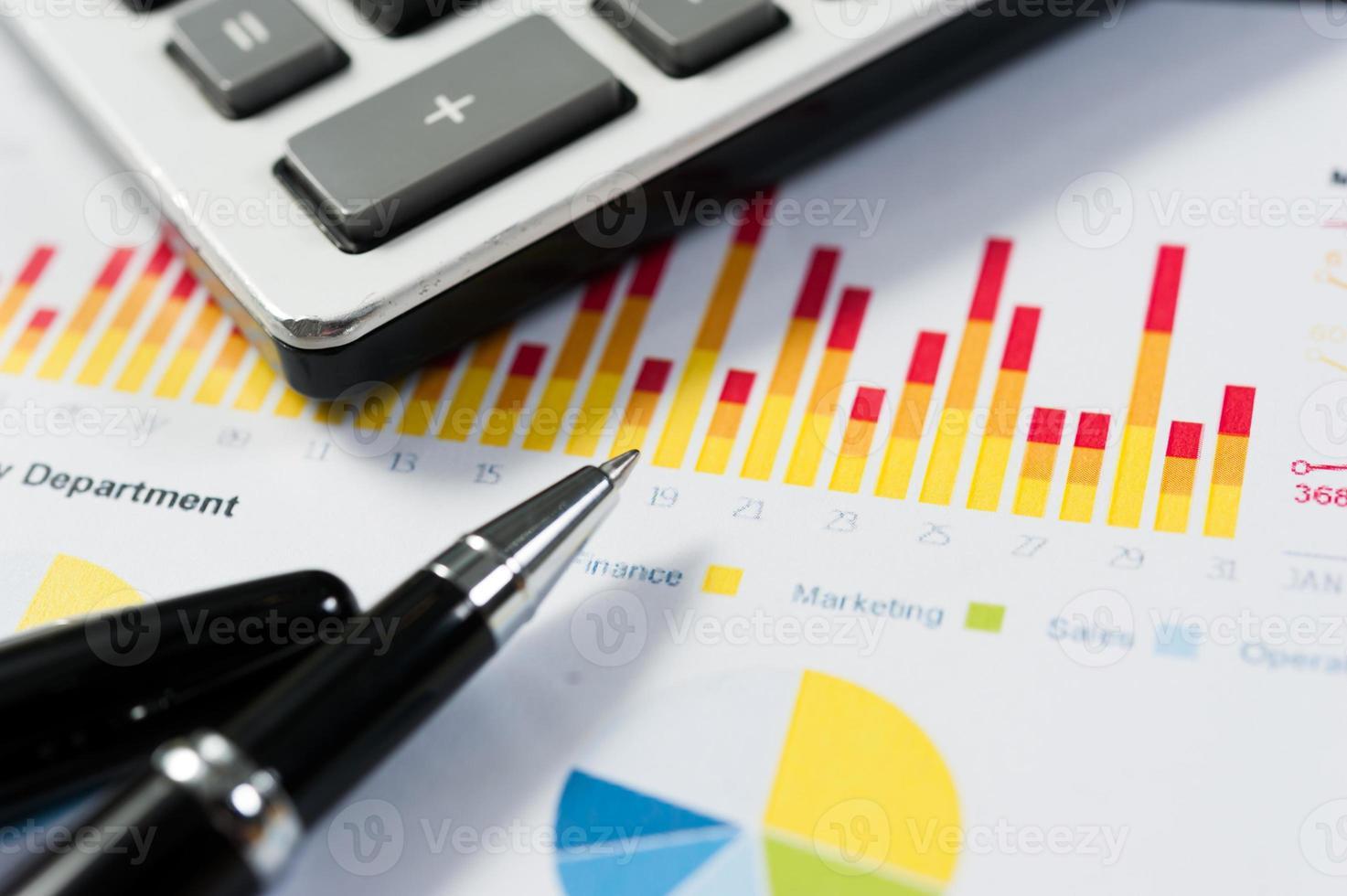 papel para caneta e relatório, conceitual de negócios foto