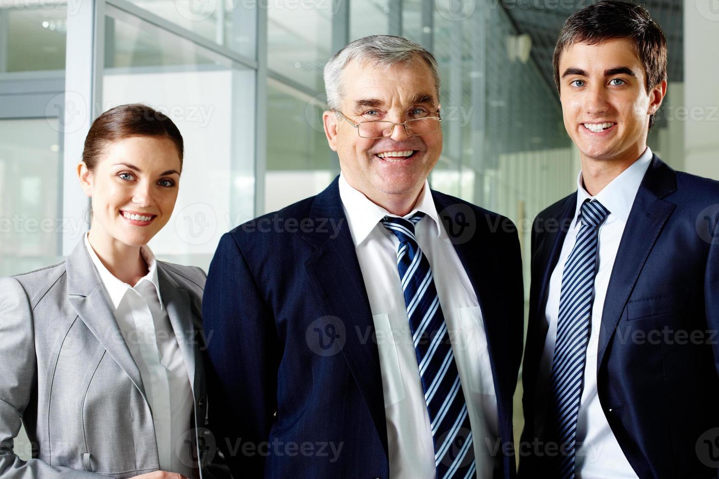 líderes felizes foto