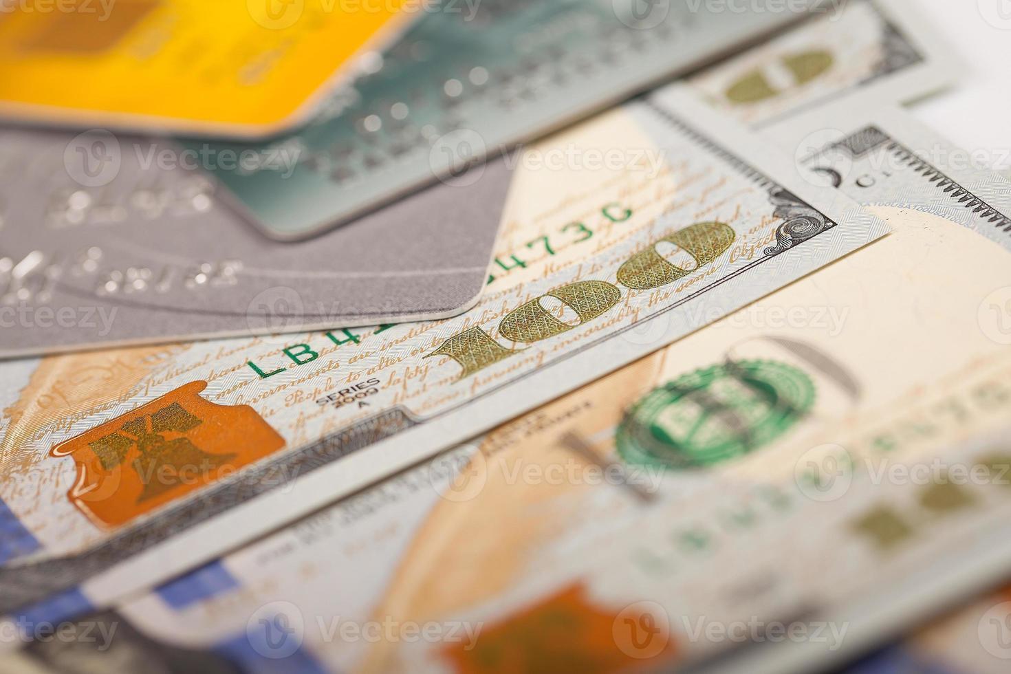 dólares e cartão de crédito foto