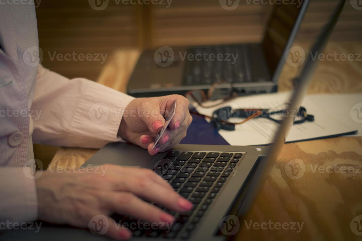 usando cartão de crédito online foto