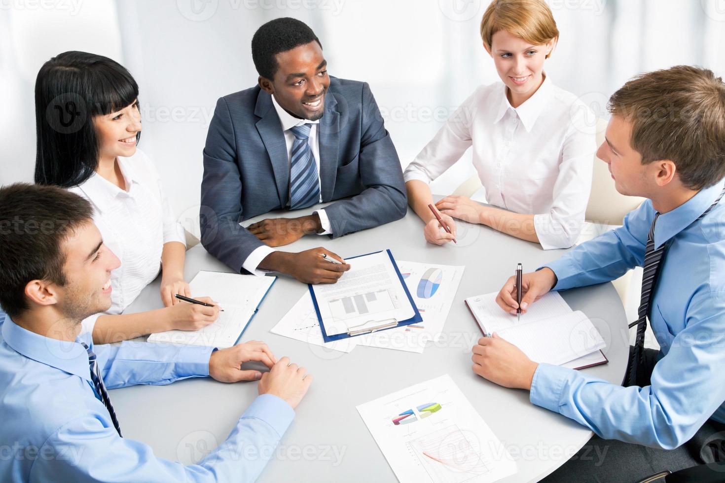 retrato de reunião de grupo de negócios foto