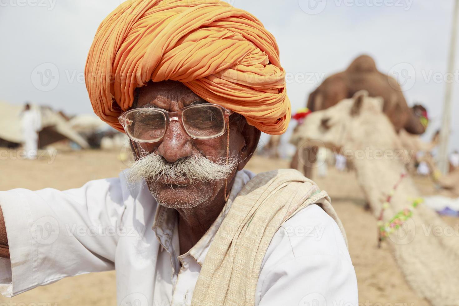 homem sênior de rajasthani pushkar foto
