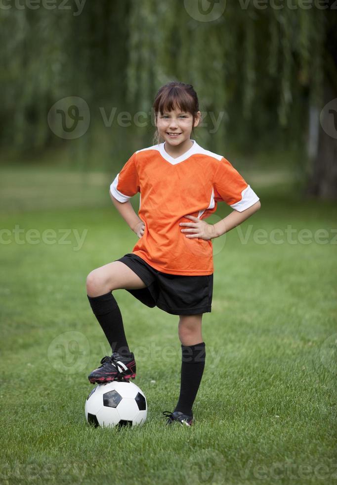 menina de futebol foto