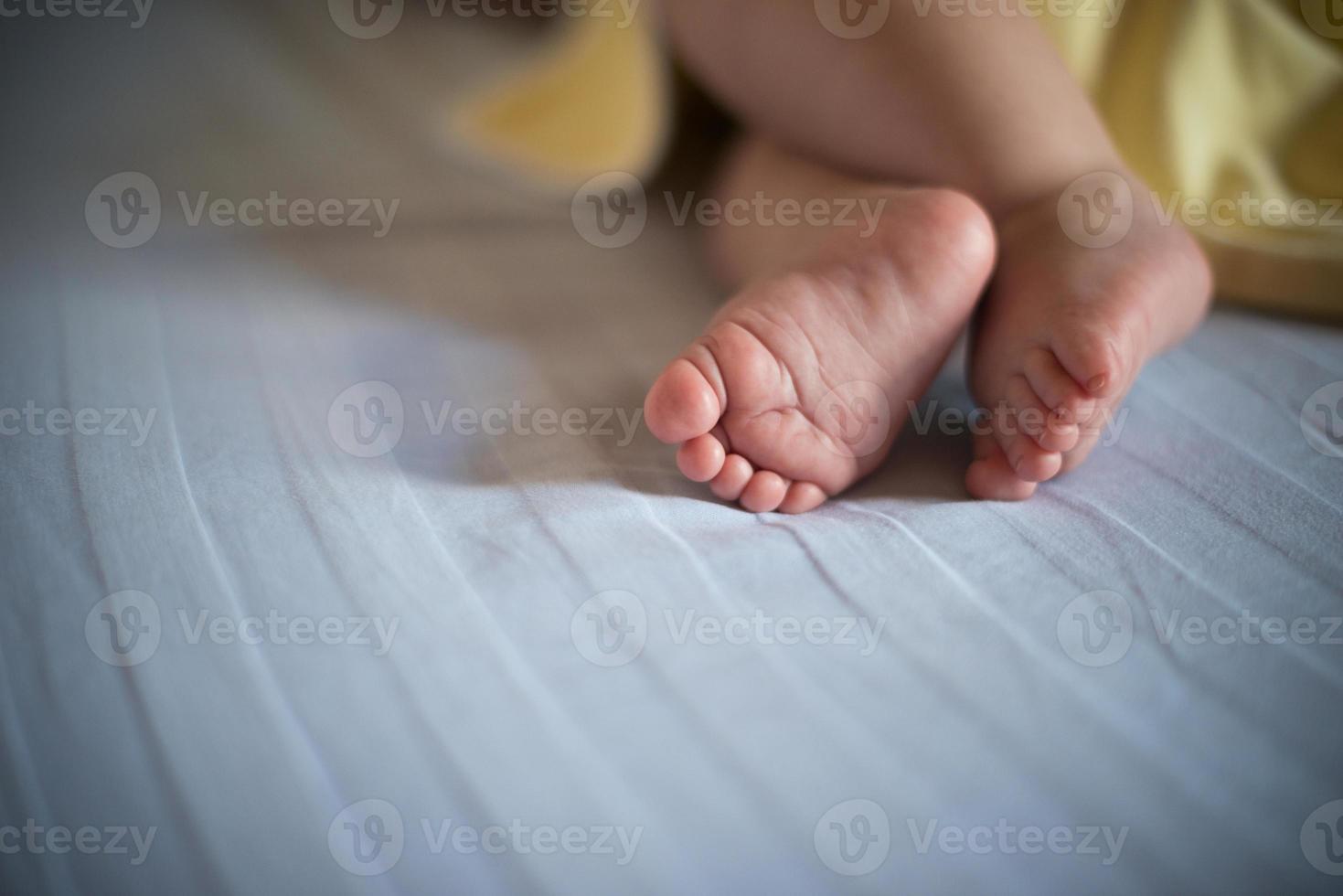 pés de bebê foto