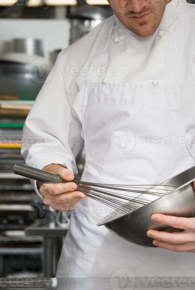 chef mexendo foto