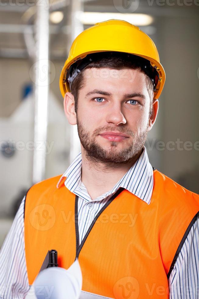 trabalhador na fábrica foto