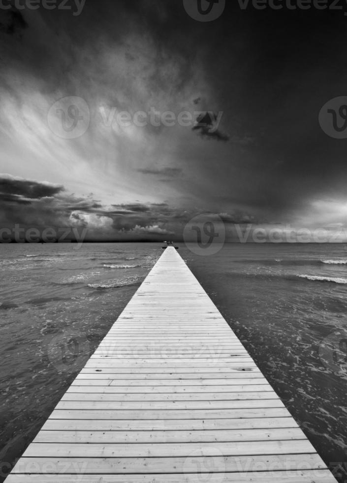 tempestade que se aproxima sobre o mar Adriático, perto de Grado (Trieste) foto