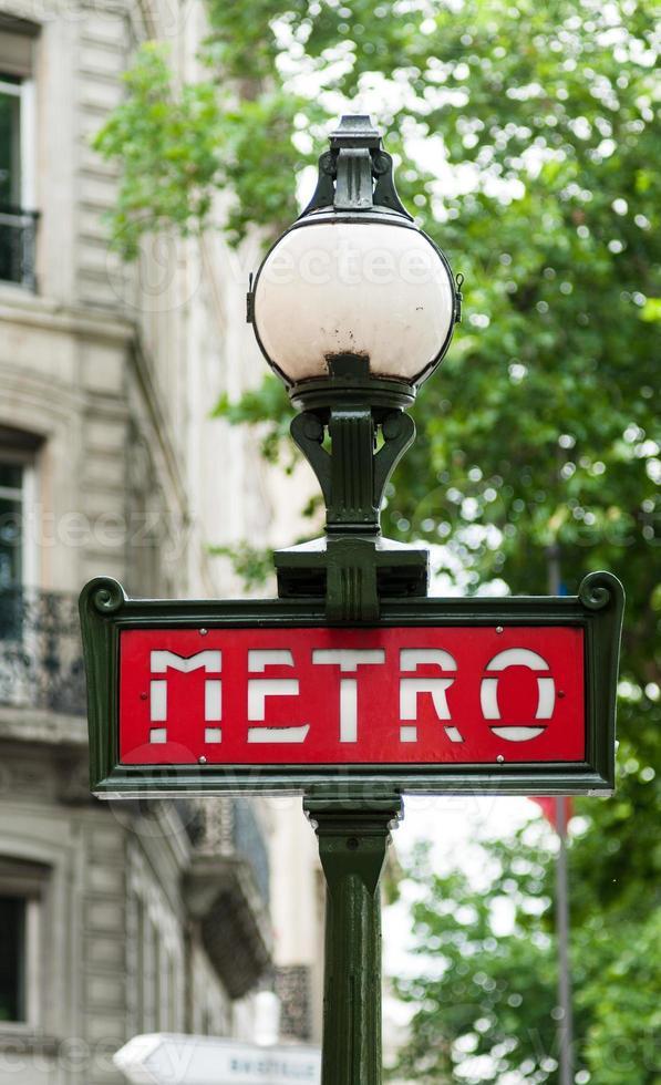 sinal de metrô em paris foto