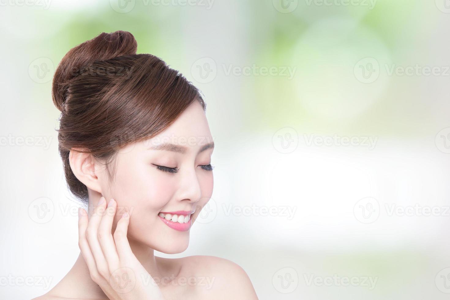 rosto de mulher bonita cuidados com a pele foto