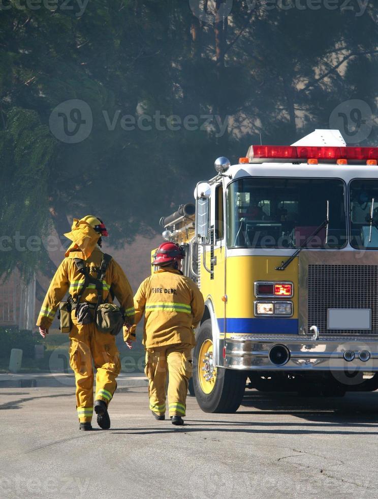 bombeiros andando foto
