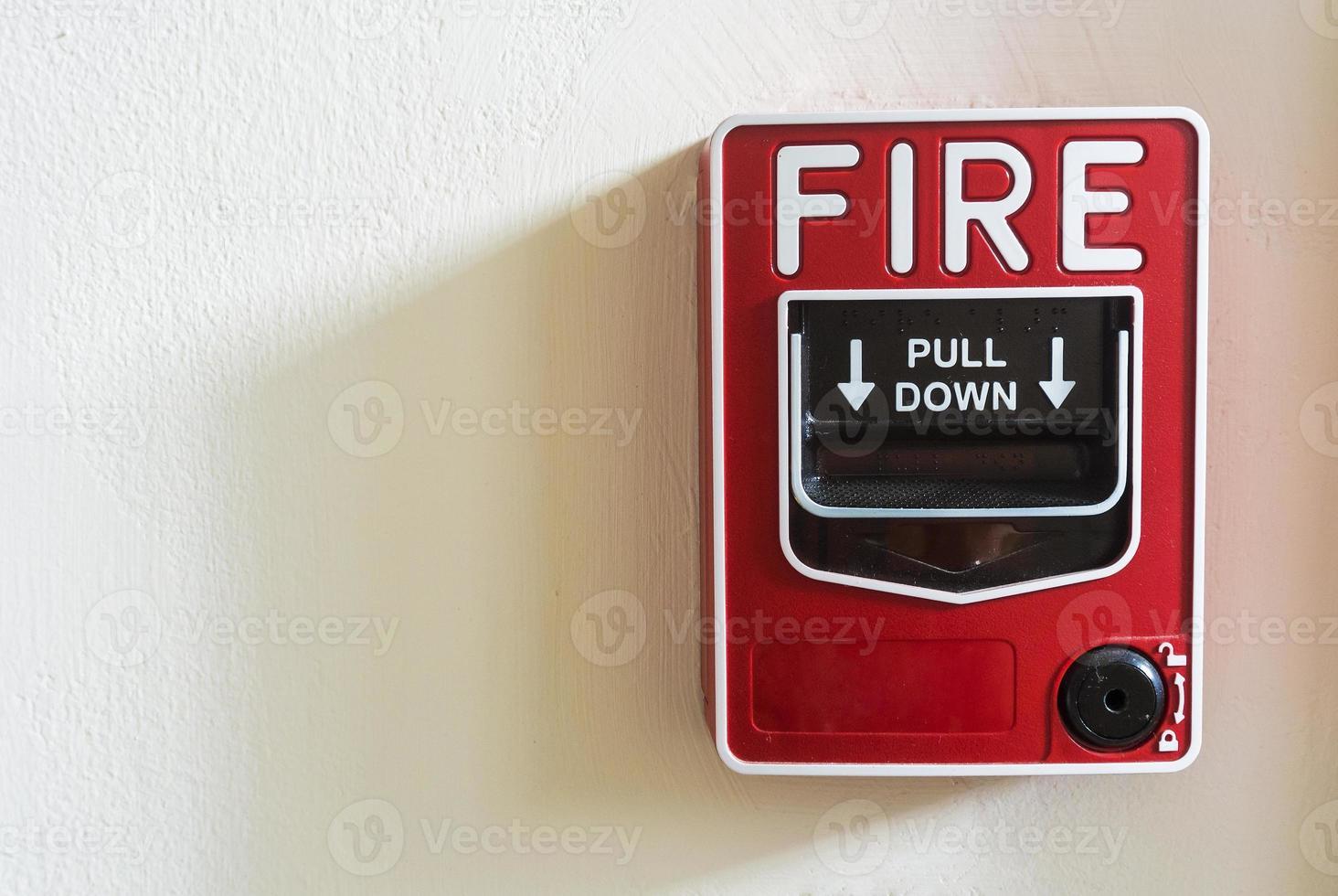 alarme de incêndio em fundo branco foto