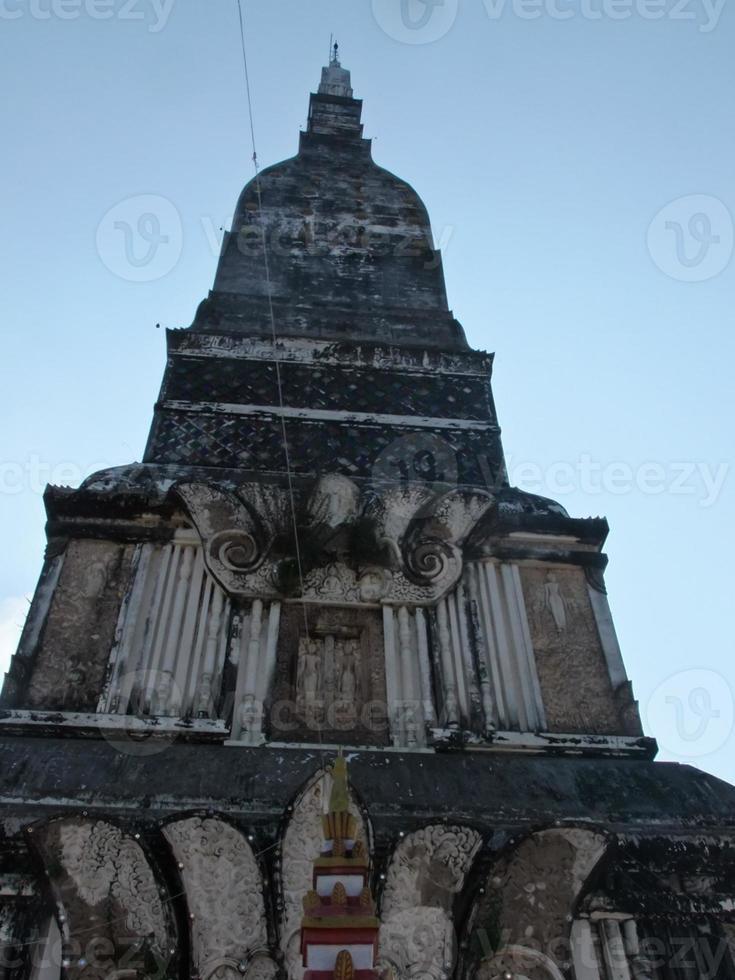 phra que tha uthen pagode em nakhon phanom, tailândia foto