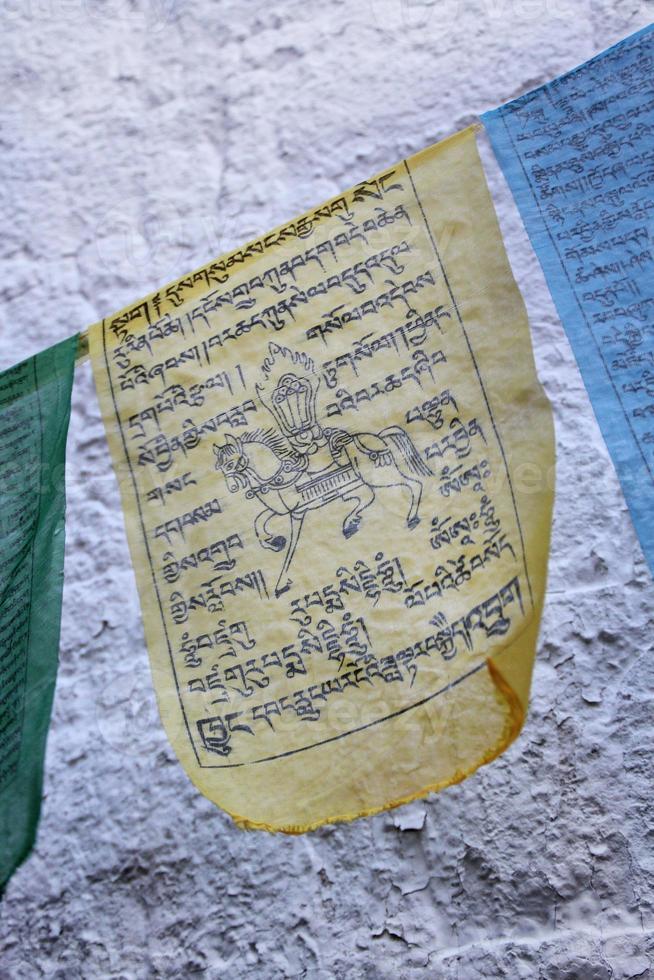 bandeira de oração tibetana foto