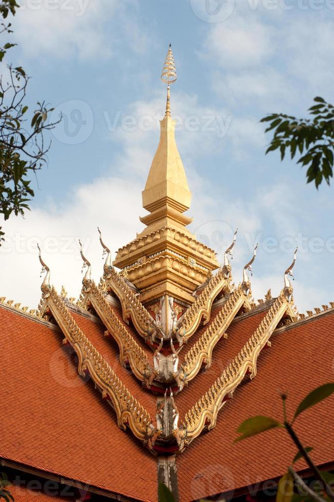 arte na igreja do telhado no templo de laos. foto