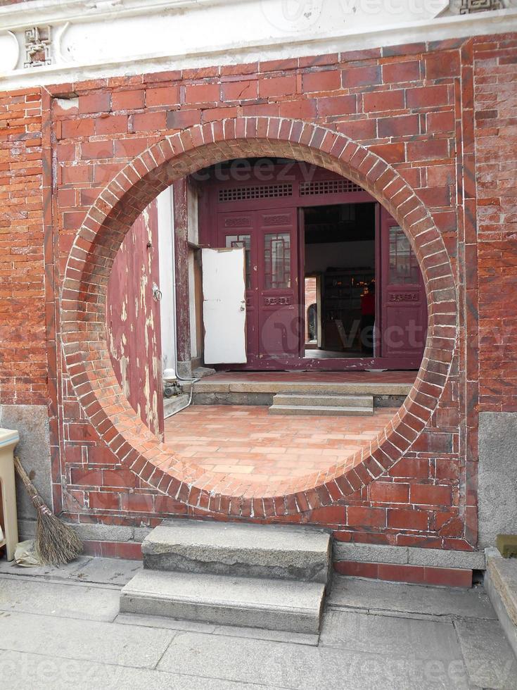 porta do templo redondo foto