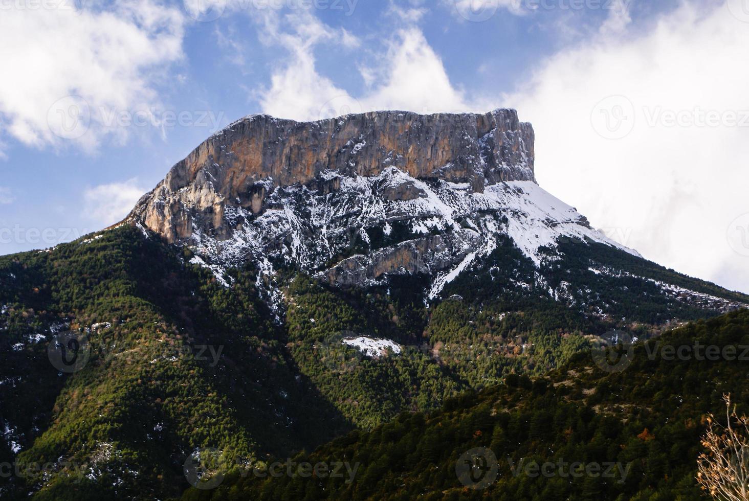 montanhas no parque nacional de ordesa, pirineus, huesca, aragão, spa foto