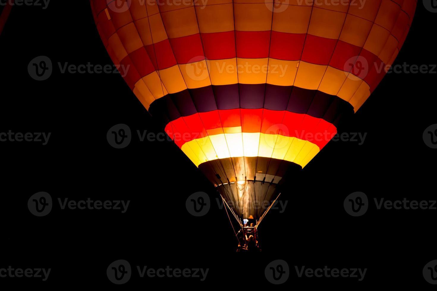 balão de ar à noite foto